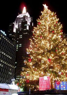 Christmas tree in Detroit http://imgsnpics.com/christmas-tree-in-detroit/