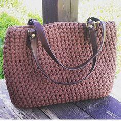 ❤️ by @nastenalyapina #trapilho #fiosdemalha #fiodemalha #crochetaddict #handmade #handmadewithlove #totora #alfombra #shirtyarn #crochetbasket #feitocomamor #decor #knit #knitting #rugs #croche #crochet #artecomfiosdemalha #artesanato #feitoamao #carteira