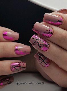 A manicure in a popular nude and pink color. I would take it in every situation because it is both – discreet and effective enough.