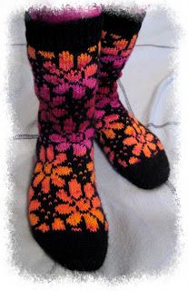 Vähänkö ihkut :o Crochet Socks, Knitting Socks, Hand Knitting, Knit Crochet, Boot Toppers, Wool Socks, Fair Isle Knitting, Knitting Charts, Sock Shoes