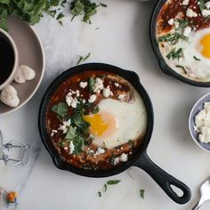 These mini cast iron skillet recipes use cast iron skillets, allowing you to make individual portions that go directly from the oven to the table. Iron Skillet Recipes, Cast Iron Recipes, Skillet Meals, Small Cast Iron Skillet, Feta, Drake, Egg Skillet, Harissa, Skillet Chocolate Chip Cookie