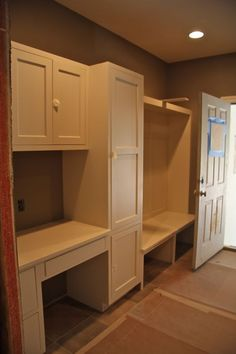 Mudroom - love the small counter space. Would have to make it smaller to go along the kitchen wall. or open up toward the living room and get rid of the arched doorway