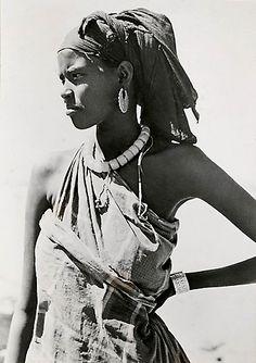 "Djibouti Somali ""Femme Issa"" Kouta-Bouïa, Plaine de Gobad"". French Coast Somalia. ca. 1930 - 1950 | Photographer unknown"