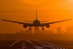 самолет на фоне заката - Google Search