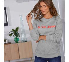 "Meltonová mikina s potlačou ""la vie douce""   blancheporte.sk #blancheporte #blancheporteSK #blancheporte_sk #newcollection #novakolekcia #kolekcia #farby #oelwein #jar Motto, Graphic Sweatshirt, Sweatshirts, Sweaters, Collection, Fashion, Moda, Fashion Styles, Trainers"