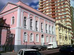 Prédio mais antigo de Porto Alegre, construído em 1790, abrigou a sede do Legislativo gaúcho de 1835 a 1967, quando o Parlamento foi instalado no Palácio Farroupilha, onde funciona até hoje.
