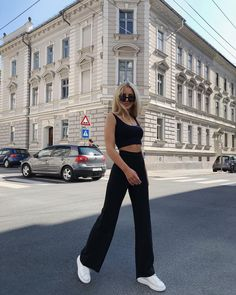 Gli Arcani Supremi (Vox clamantis in deserto - Gothian): Latest top trends of women's fashion for s/s 2018 and f/w 2019 Look Fashion, Fashion Outfits, Womens Fashion, 40s Mode, Mode Ootd, Modelos Fashion, Look Girl, Neue Outfits, Looks Black