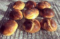 Kváskové makové briošky Czech Recipes, Pretzel Bites, Hamburger, Sweets, Bread, Czech Food, Buns, Basket, Brioche