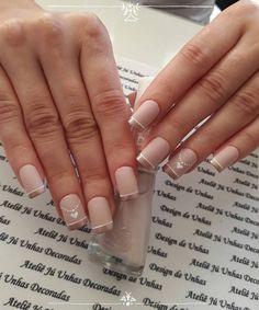 20 Modelos de unhas fancesinhas com flor; veja: Nail Polish Designs, Gel Polish, Nail Art Designs, Cute Nails, Pretty Nails, My Nails, Bright Red Nails, Daisy Nails, Classic Nails