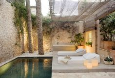 Offering an outdoor swimming pool, stylish S'Hotelet De Santanyi is located in Mallorca. Indoor Swimming Pools, Swimming Pool Designs, Outdoor Rooms, Outdoor Living, Outdoor Decor, Indoor Outdoor, Outdoor Showers, Outdoor Furniture, Art Furniture