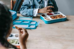 Suggestions for Success During Lunchtime at Preschool, Eat Right Mama Lunch Items, Old Wife, Raising Girls, Parenting Humor, Parenting Hacks, Plain Greek Yogurt, Group Meals, Eat Right, Healthy Options