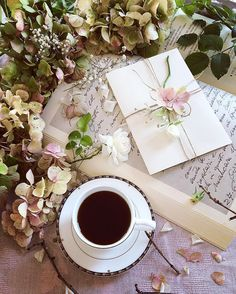 Uploaded by 𝓈𝒶𝓂𝒶𝓃𝓉𝒽𝒶 𝓈𝑒𝓇𝑒𝓃𝒶 ✰. Find images and videos about flowers, coffee and books on We Heart It - the app to get lost in what you love. Coffee And Books, I Love Coffee, Coffee Girl, Black Coffee, Good Morning Coffee, Coffee Break, Happy Morning, Coffee Cafe, Coffee Shop
