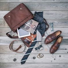 Flat-lay master @thedoleboy chooses a messenger bag (WINDLAND) that can handle all his essentials – even brogues PIRALLE. Pic credit: @beckipeckham ‪#manicmonday