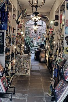 This is one of my very favorite shops in the quarter!!!