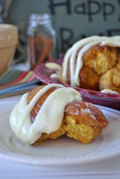 Pumpkin Monkey Bread | Yummy pumpkin bread coated in a caramel like sauce and drizzled with a cream cheese frosting. Does fall really get any better than this?? #pumpkin #recipes #bread