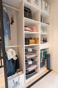 Smart garderobeinnredning til ALLE tingene dine! Dining, Closet, Home Decor, Clothing Organization, Desktop, Cloakroom Basin, Dinner, Homemade Home Decor, Meal