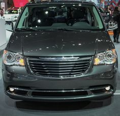 voiture luxe innovation inventions imported from detroit your next car drive and love Chrysler inspiration comes standard Pacifica Minivan, Town And Country Minivan, Chrysler Town And Country, Chrysler Cars, Chrysler Pacifica, Cool Things To Buy, Photo Galleries, Automobile, Inventions