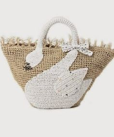 this is a lovely crochet bag ! Trendy Handbags, Purses And Handbags, Leather Handbags, Crochet Handbags, Crochet Purses, Pochette Diy, Crochet Pouch, Crochet Bags, Market Bag