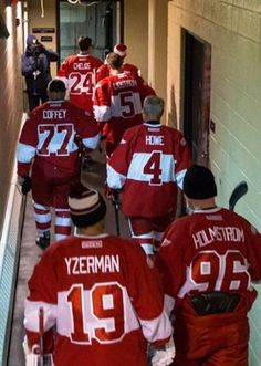 What a cool pic - Detroit Red Wings legends Detroit Hockey, Detroit Sports, Hockey Mom, Hockey Teams, Detroit Tigers, Hockey Players, Hockey Girls, Hockey Stuff, Sports Teams