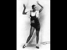Big Mama Thornton - Hound Dog (1952) Blues  Madonna probably got some of her moves here too!