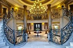 Your luxury real estate destination. Browse & search all the latest million dollar home listings & mansions for sale Luxury Mansions For Sale, Mega Mansions, Luxury Life, Luxury Real Estate, Palaces, Entry Stairs, Villa, Rich Home, Million Dollar Homes