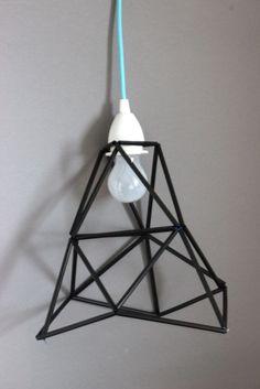 DIY – Geometrische Lampe aus Plastikrohren