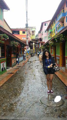 Guatapé Calle de los zócalos Colombia