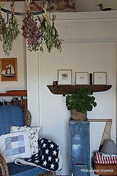 Pikkutalon elämää: Pikkutalon olohuone