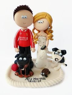 Bride & Groom with their dogs and tortoise! Handmade & personalised to look like the couple, in any outfits or poses. I send anywhere in the World. #weddings #southafrica #tortoise