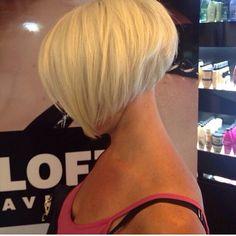 Stylish and Eye-Catching 19 Graduated Bob Haircuts - Love this Hair Edgy Short Hair, Edgy Hair, Short Hair With Layers, Short Hair Cuts For Women, Short Hair Styles, Graduated Bob Hairstyles, Short Bob Haircuts, Great Hair, Mi Long
