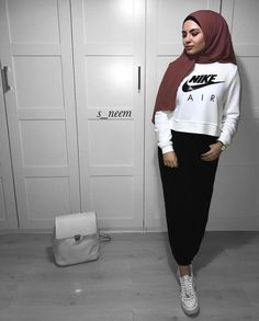 Woman Fashion Dresses - Just another WordPress site Modern Hijab Fashion, Hijab Fashion Inspiration, Muslim Fashion, Modest Fashion, Fashion Outfits, Casual Hijab Outfit, Hijab Chic, Mode Turban, Winter Mode