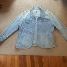 Gap jean jacket Light Jean denim stretch jacket, barely worn! Would look super cute with a spring or summer dress! GAP Jackets & Coats Jean Jackets