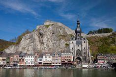 © UIG/Getty Images/ Iglesia de Notre-Dame en Dinant, Bélgica la Iglesia se encuentra en Dinant y se construyó en el S.XIII.