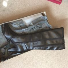 """Black Leather Boots! Size 12, NEW! Aerosoles. These are gorgeous black leather boots that are also SUPER comfy! Double zippers and very elegant. These were given to me as a gift so they have never been worn. I wear an 11. They actually fit an 11 decently but I have super skinny legs (5""""10 and 135lbs...) so they were a bit too loose in this area for my preference. I wanted these to wear with leggings. These really are beautiful! AEROSOLES Shoes"""