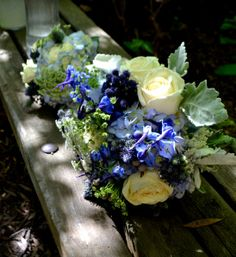 blue and white weddings flowers, garden roses queen anne's lace