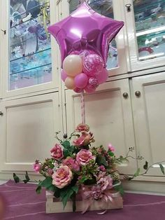 Balloon Topiary - beautiful, with the matching flower base. Balloon Table Centerpieces, Flower Centerpieces, Balloon Decorations, Birthday Decorations, Flower Arrangements, Balloon Topiary, Balloon Flowers, Balloon Columns, Balloon Bouquet
