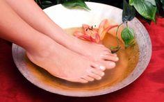 Los pies tienen al menos 250 mil glándulas sudoríparas, por eso es normal que después de un día extremadamente agitado los pies no huelan tan bien como quisiéramos…Pero no hay nada de qué preocuparse pues el remedio que les presentaremos a continuación, los ayudará a combatir este inc�…