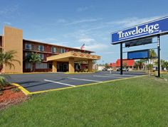 Travelodge Orlando International Drive Orlando, FL 32819. Upto 25% Discount Packages. Near by Attractions include convention center Orlando, Lake Buena Vista, Disney World. Free Parking and Free Wifi internet. Book your room and start saving with SecureReservation. http://www.travelodgeorlandoidrive.com/