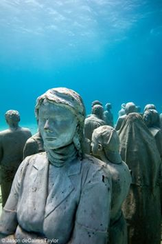 La Evolución Silenciosa (The Silent Evolution). Underwater sculpture by Jason de Caires Taylor
