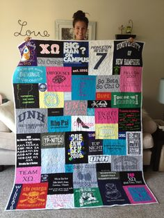 T-shirt quilt that is not even blocks and rows. This is what I want my t-shirt quilt(s) to look like when I finally make one. Make a t-shirt quilt out of shirts from college. Diy Projects To Try, Craft Projects, Sewing Projects, Sewing Tips, Sewing Hacks, Photo Projects, Cute Crafts, Crafts To Do, Do It Yourself Mode