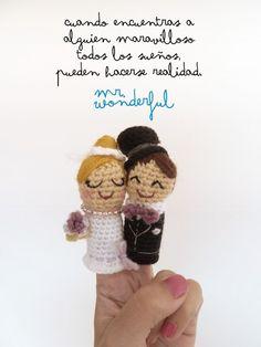bride and groom amigurumi on a wedding invitation by www.mrwonderful.es