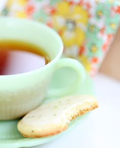 tea @Daniella Bolung ;) @Natalia Sofia Neng, nama saia disambung atuh neng biar ke-mention...but thank you for the tea ;)