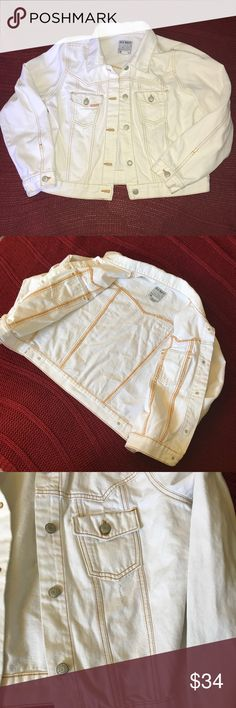 Vintage Cream colored jean jacket XL Old Navy Vintage Cream colored Old Navy Jean jacket. (From the late 90s early 2000s) Bust measures approximately 25 inches laying flat. Length measures approximately 22 inches . No major condition issues or signs of wear . Size XL . Light distressing along the collar and under the pockets on the front . Buttons on the wrist and a fun embroidered print on the back . Please feel free to make an offer or bundle. Old Navy Jackets & Coats Jean Jackets