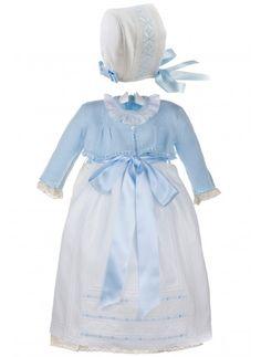 Conjunto de faldón con chaqueta celeste y capota para bebés