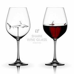 Shark wine glass… I don't drink wine but this is AWESOME! Shark wine glass… I don't drink wine but this Objet Wtf, Wine Goblets, In Vino Veritas, Wine Time, Wine Drinks, Things To Buy, Red Things, Kitchen Gadgets, Cool Stuff