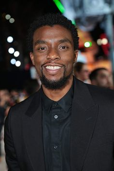 Chadwick Boseman at an event for Star Wars: Episode VIII - The Last Jedi Black Panther Marvel, Jackie Robinson, James Brown, Carolina Do Sul, Black Panther Chadwick Boseman, Get On Up, Marvel Actors, Marvel Avengers, Hollywood