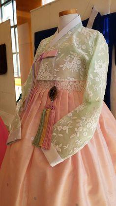 Japan traditional Korean Traditional Dress, Traditional Fashion, Traditional Dresses, Korean Dress, Korean Outfits, Korean Fashion Trends, Asian Fashion, Bride Of Frankenstein Costume, African Fashion Dresses