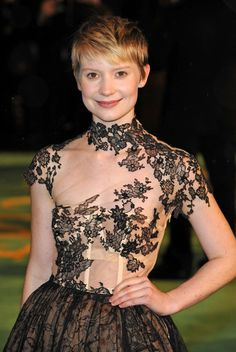 """Mia Wasikowska Photos - """"Alice in Wonderland"""" premiere at the Odeon Leicester Square. - """"Alice in Wonderland"""" Premieres in London"""