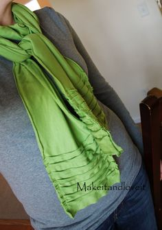 Knit Scarf {Sewing Tutorial} Skip a few steps to create this knit scarf that allows you to leave the edge raw, without fraying….and add a whole shabby look in… Diy Scarf, Scarf Shirt, Shirt Scarves, Ruffle Scarf, Scarf Ideas, Tee Shirt, Scarf Knots, Diy Clothing, Sewing Clothes