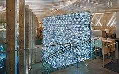 The Morimoto Restaurant's bottle wall in NYC is composed of half liter plastic bottles filled with mineral water and then backlit with LED lights. The wall is high. Water bottle wall The wall is two stories high. Recycled Bottles, Recycle Plastic Bottles, Plastic Bottle House, Area Industrial, Water Wall Fountain, Bottle Wall, Pet Bottle, Tadao Ando, Water Walls